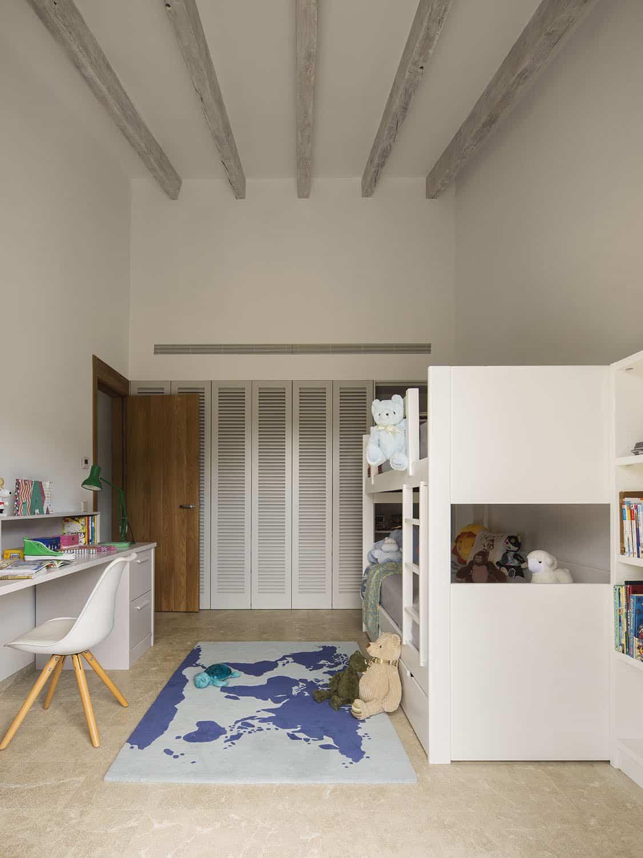 mediterranean-kids-bunk-bedroom