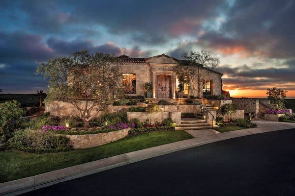 featured posts image for Astoundingly beautiful Romanesque villa perched above the Pacific Ocean