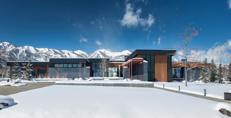 modern-mountain-home-exterior-with-snow