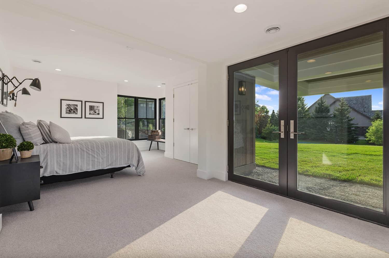 modern-farmhouse-basement-guest-bedroom