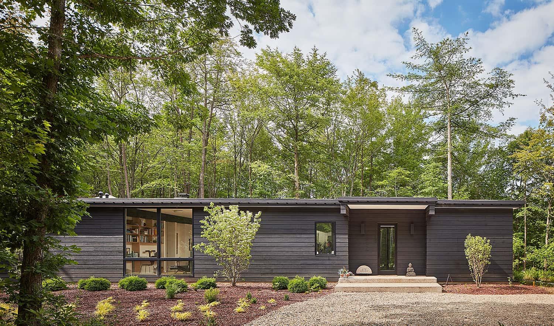 modern-woodland-retreat-exterior