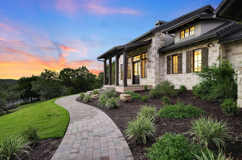 rustic-farmhouse-style-home-exterior