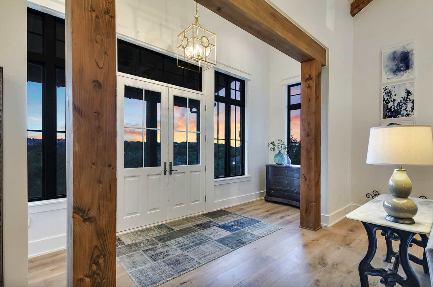 rustic-farmhouse-style-home-entry