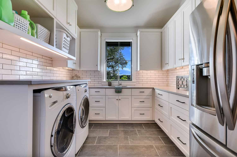 rustic-farmhouse-laundry-room