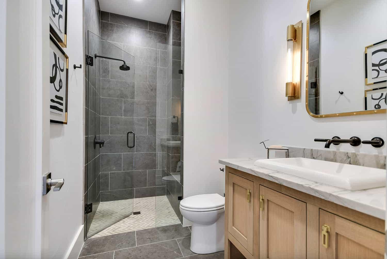 rustic-farmhouse-bathroom