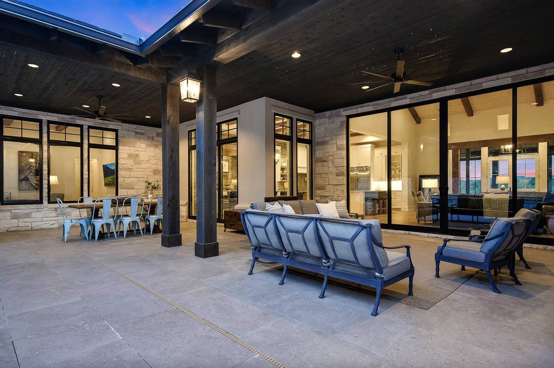 rustic-farmhouse-patio