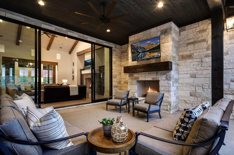 rustic-farmhouse-covered-patio