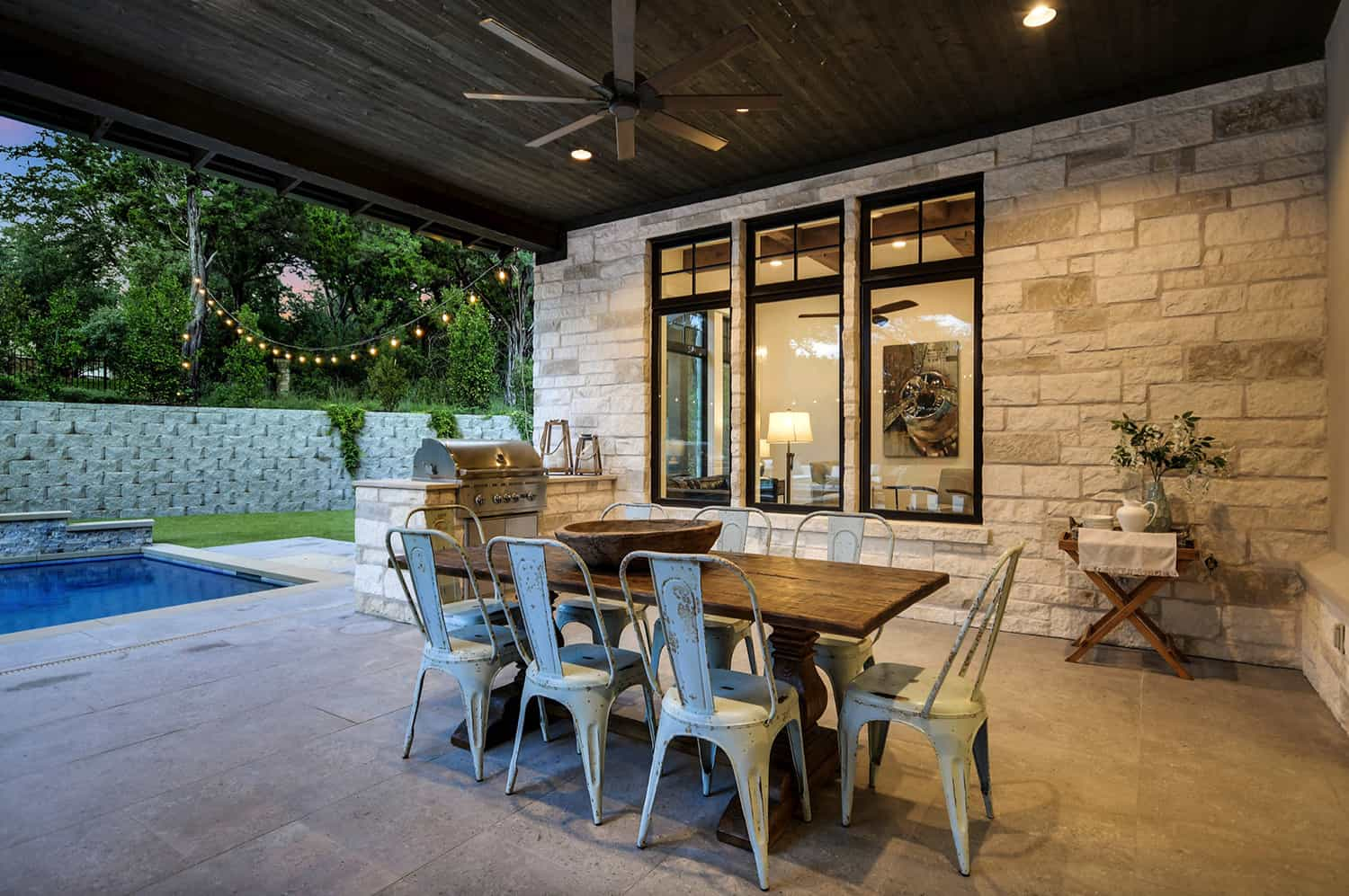rustic-farmhouse-covered-patio-dining