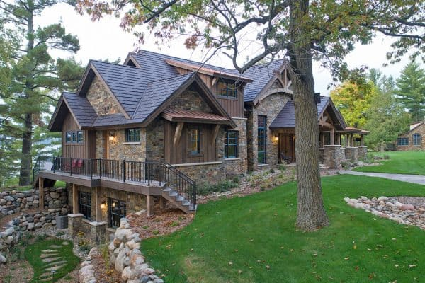 rustic-lake-house-retreat-exterior