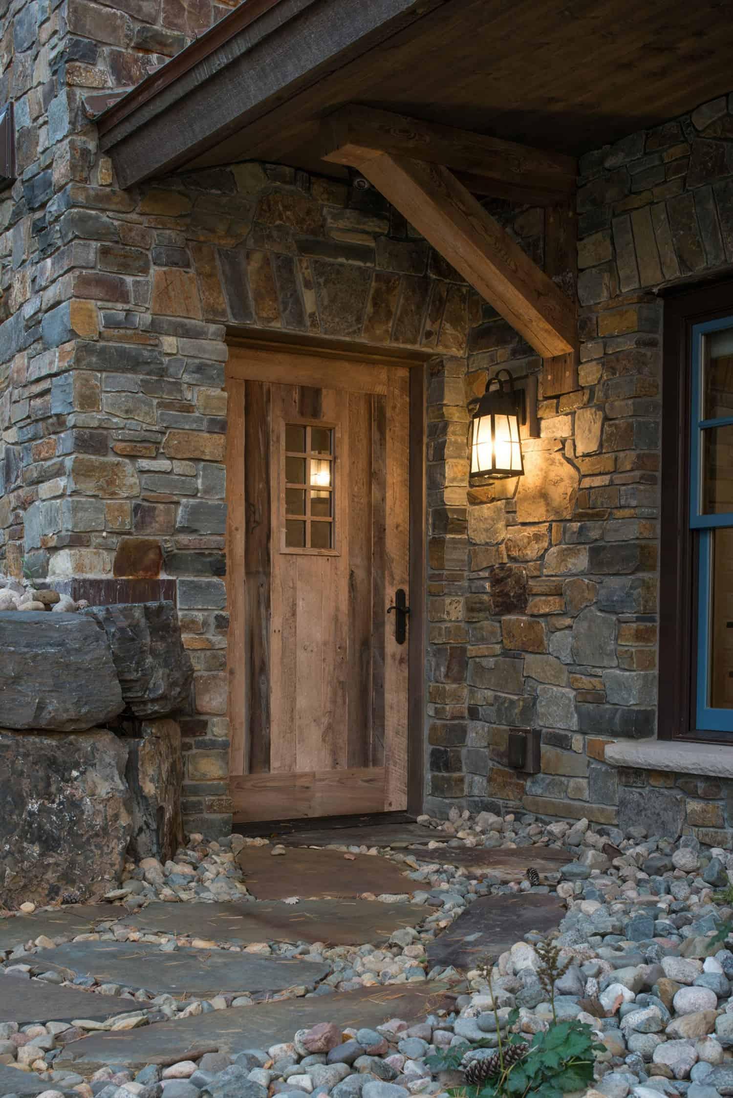 rustic-lake-house-retreat-entry