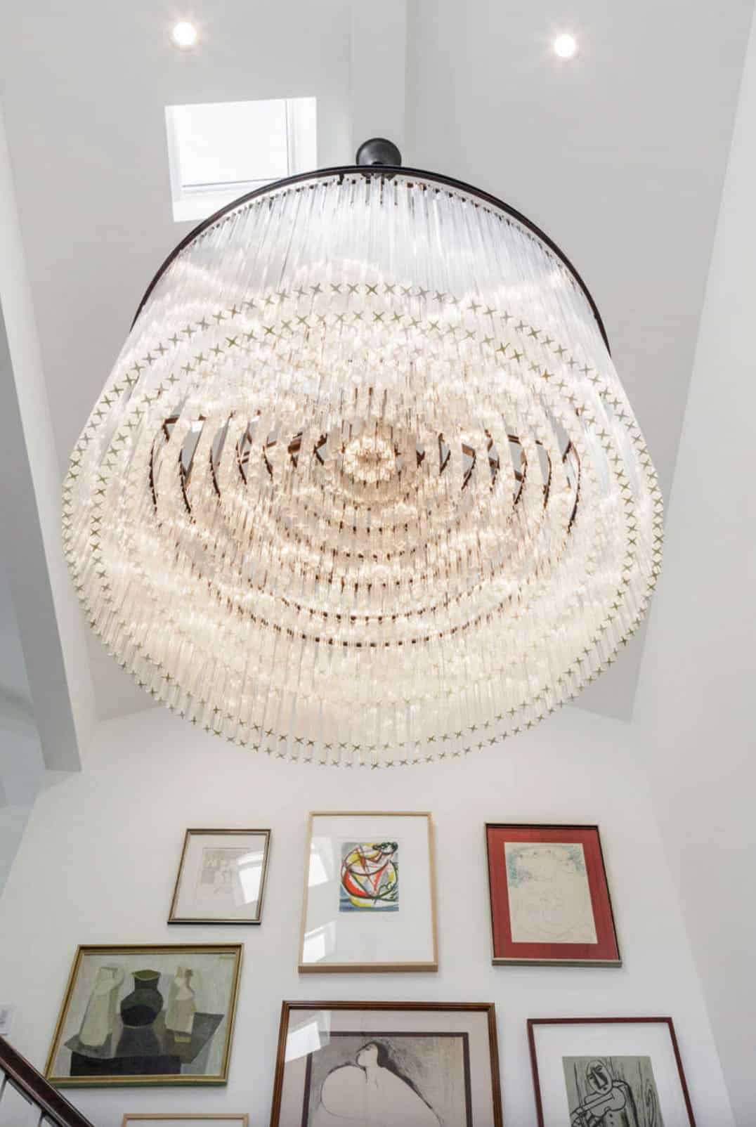 traditional-home-entry-light-fixture-detail