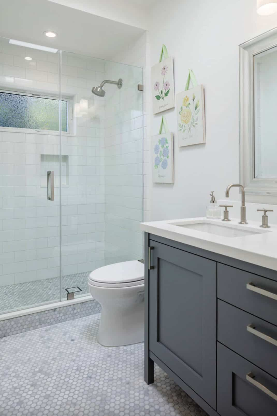 traditional-home-powder-bath