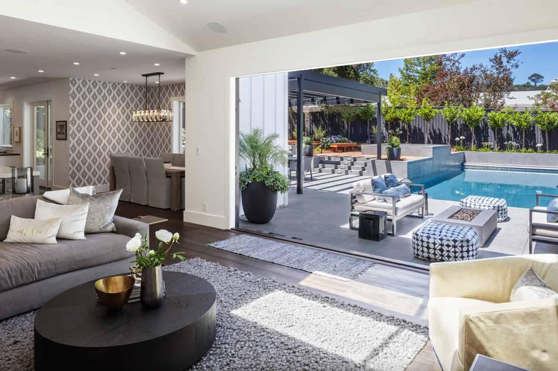 traditional-home-living-room-nana-door