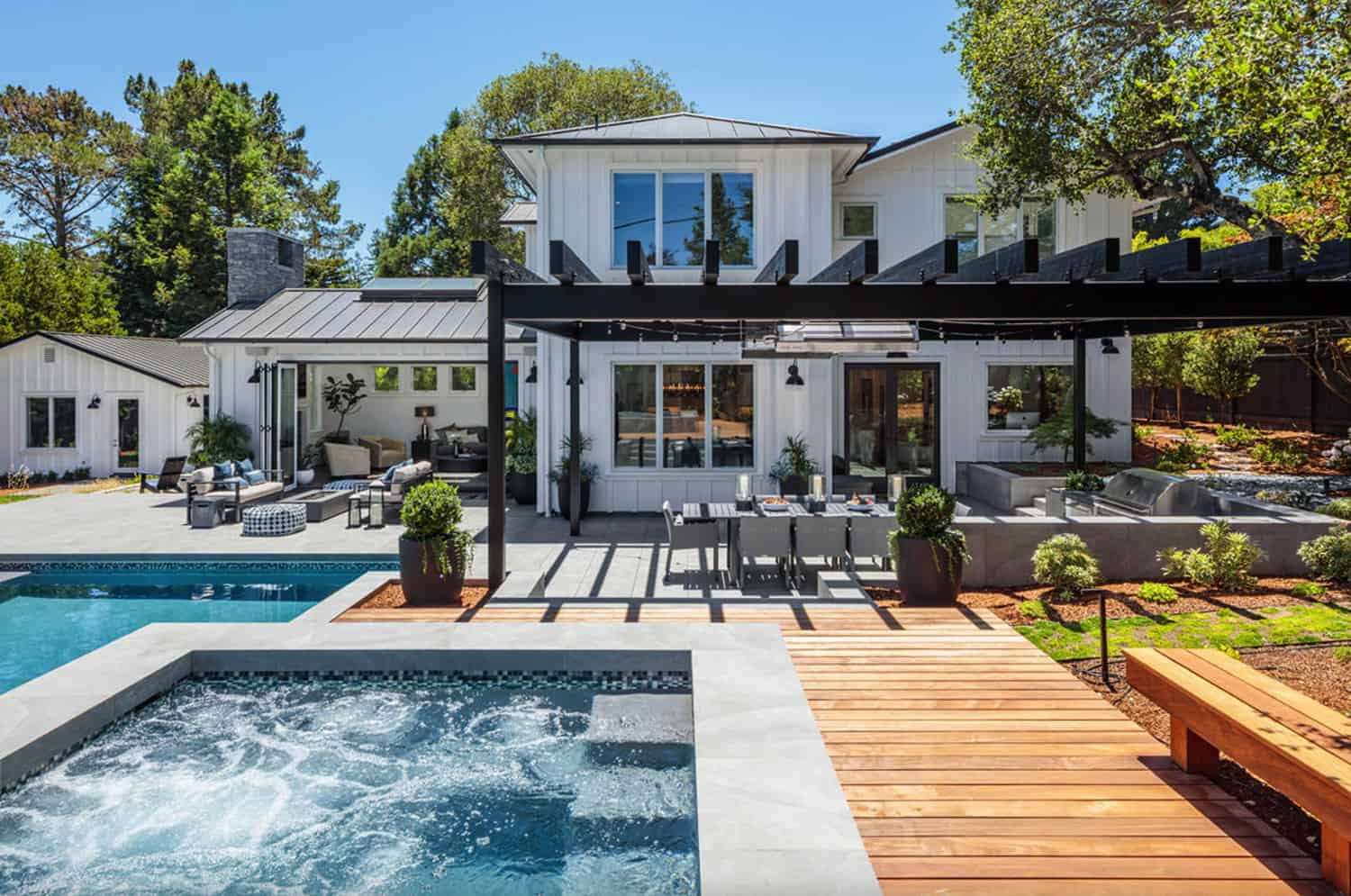 traditional-home-backyard-swimming-pool-and-deck