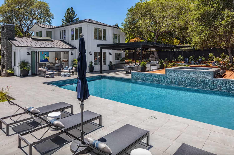traditional-home-backyard-swimming-pool-and-sun-loungers