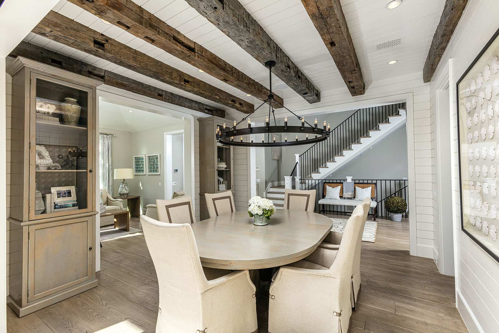 coastal-home-dining-room