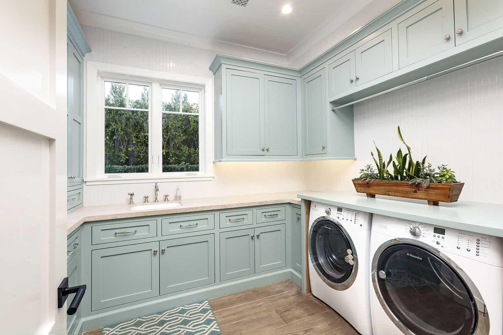 coastal-home-laundry-room
