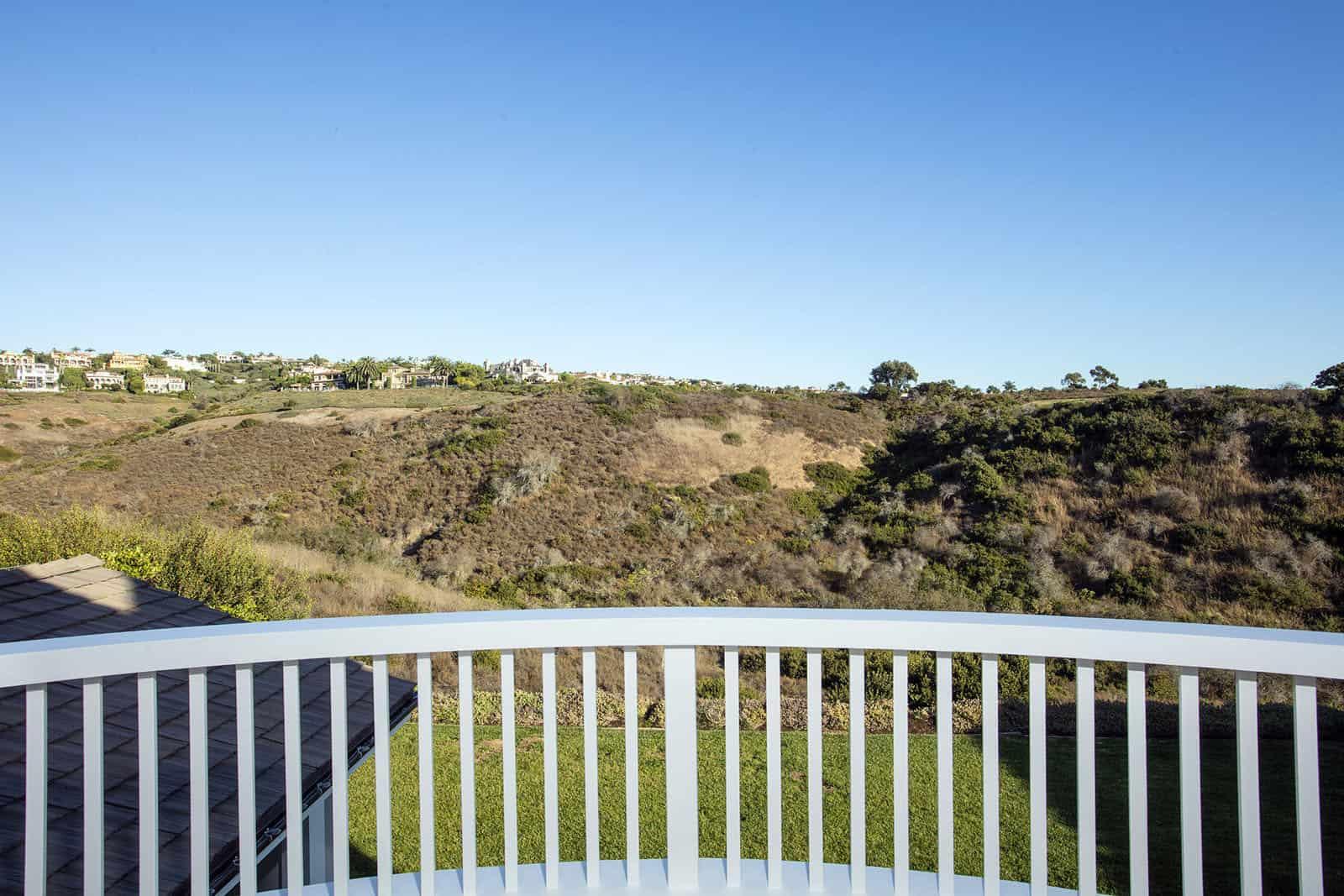 coastal-home-balcony