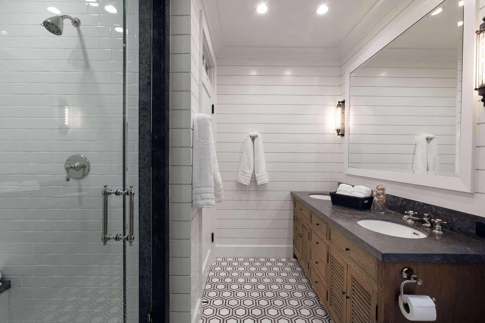 beach-style-bathroom