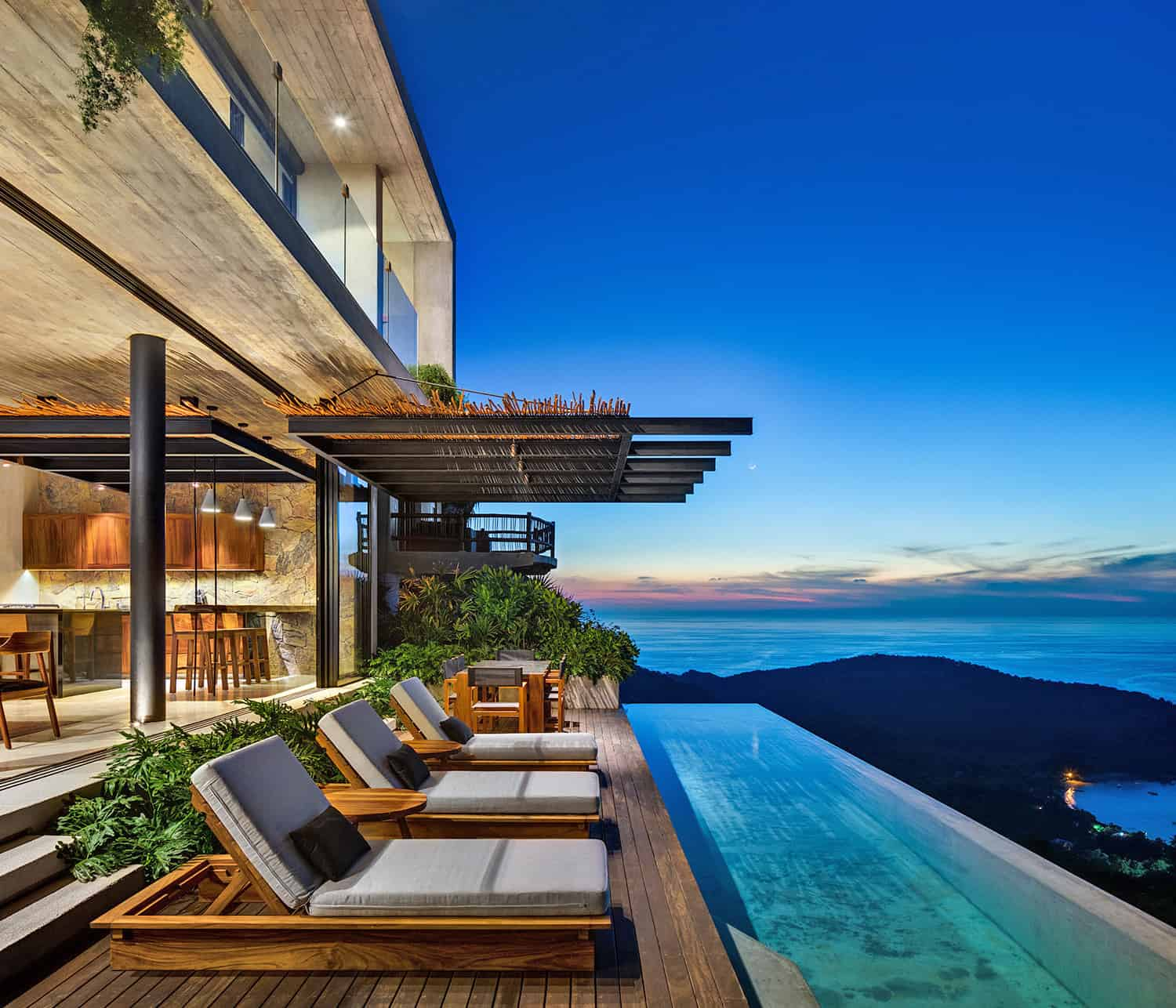 Astounding tropical modern retreat perched over Mexico?s Pacific Coast