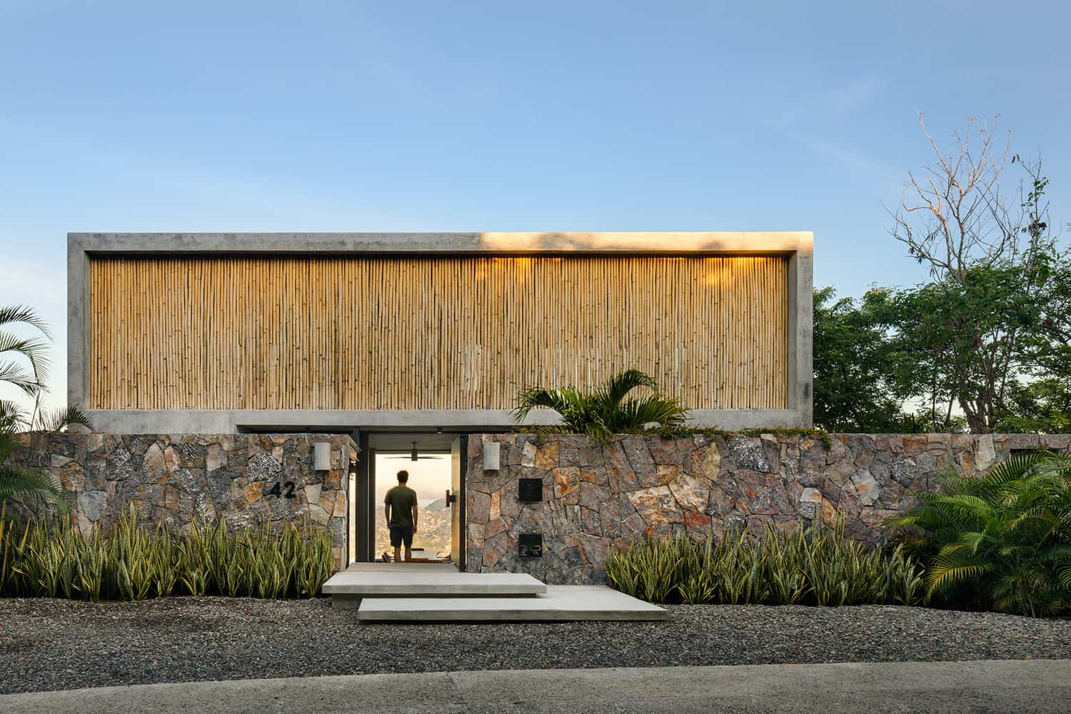 tropical-minimalist-holiday-home-exterior