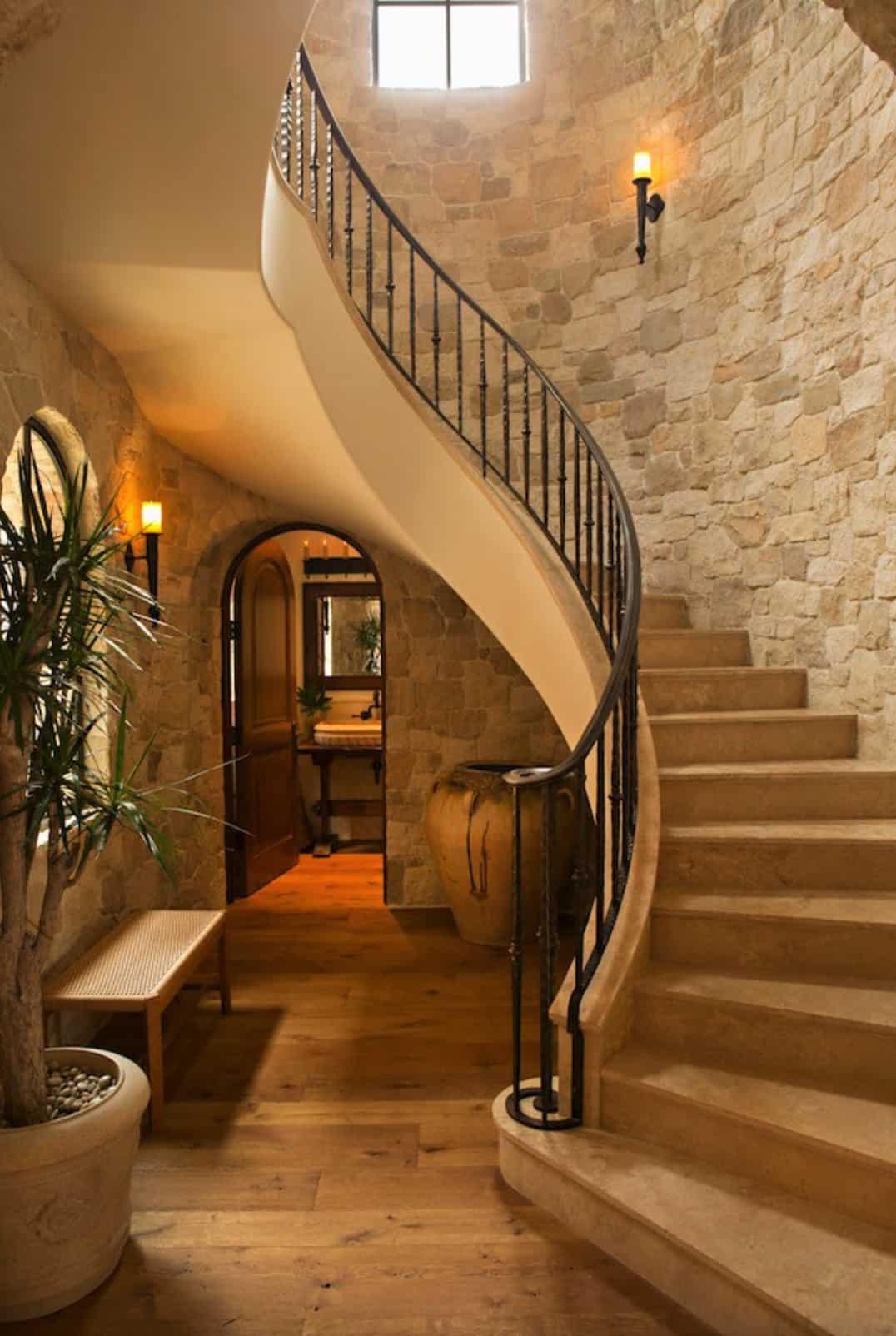 tuscan-villa-staircase