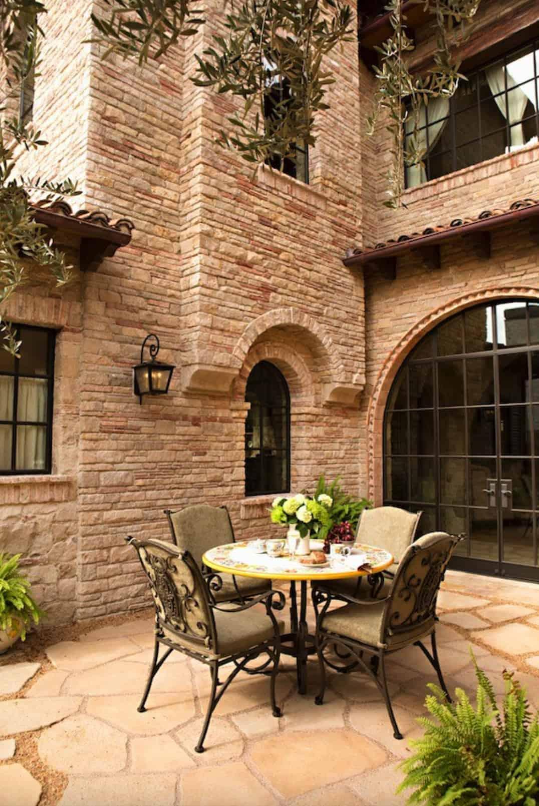 tuscan-villa-patio-dining-alfresco