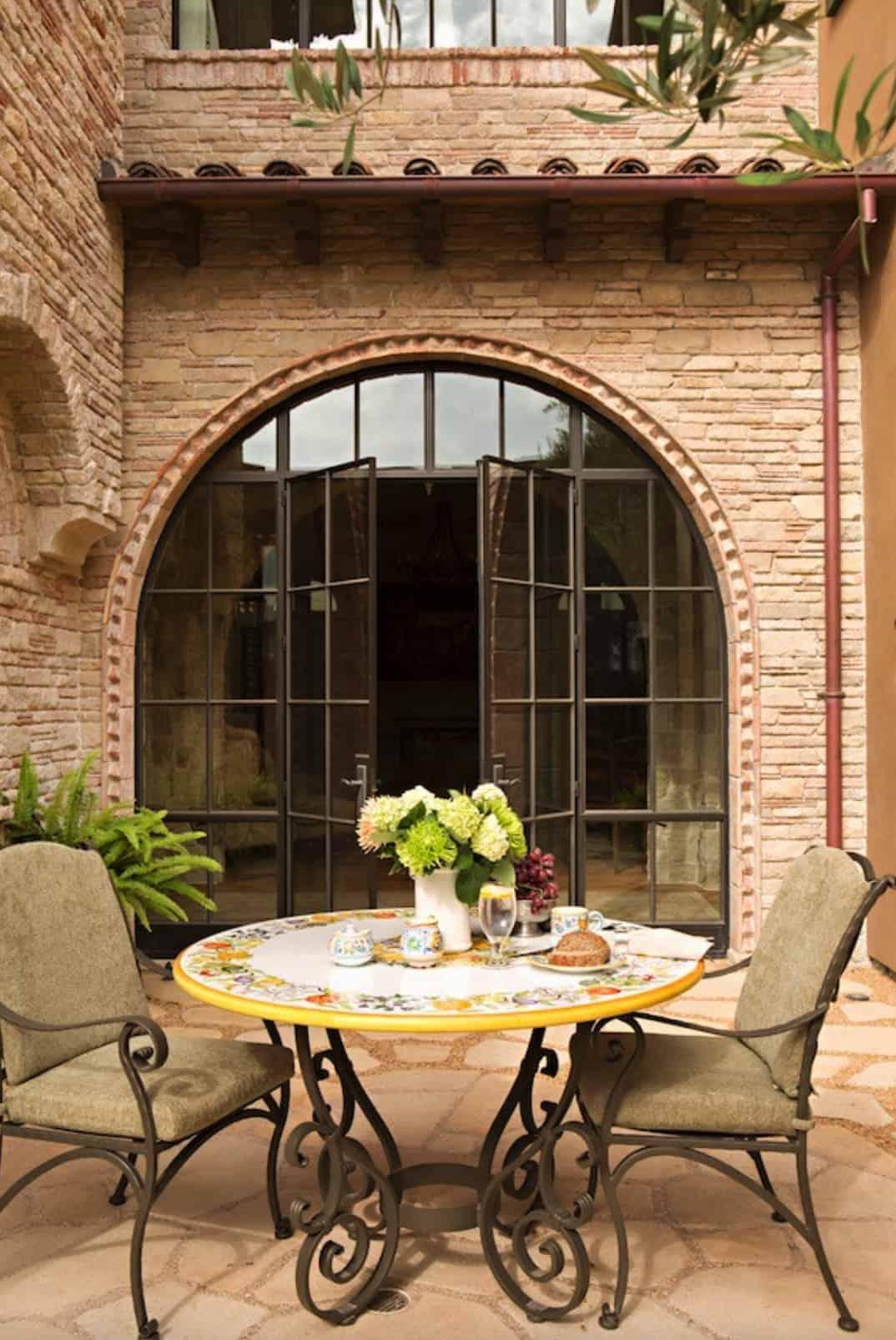 mediterranean-patio-dining-alfresco