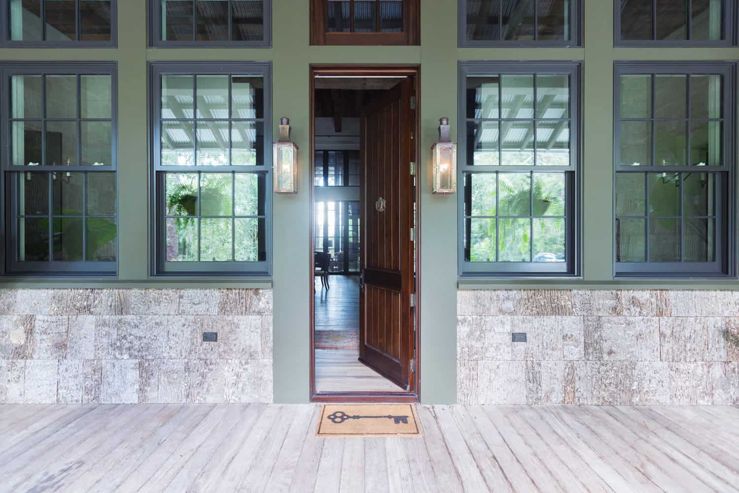 rustic-bayfront-home-entry