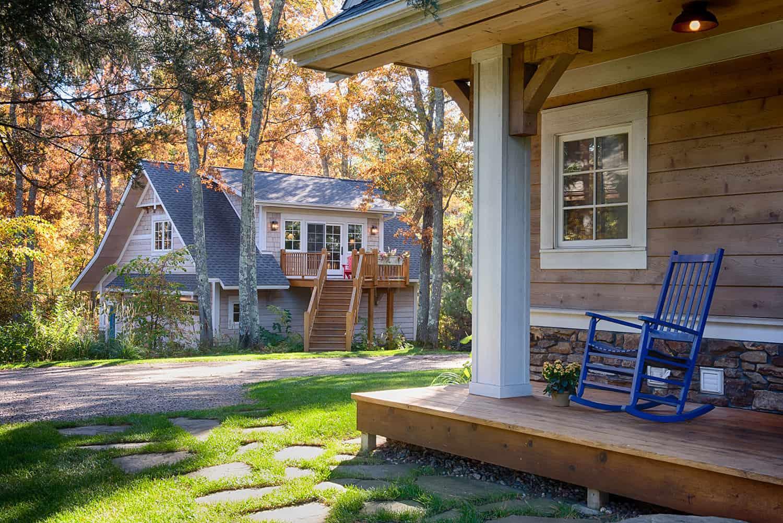 coastal-cottage-home-entry
