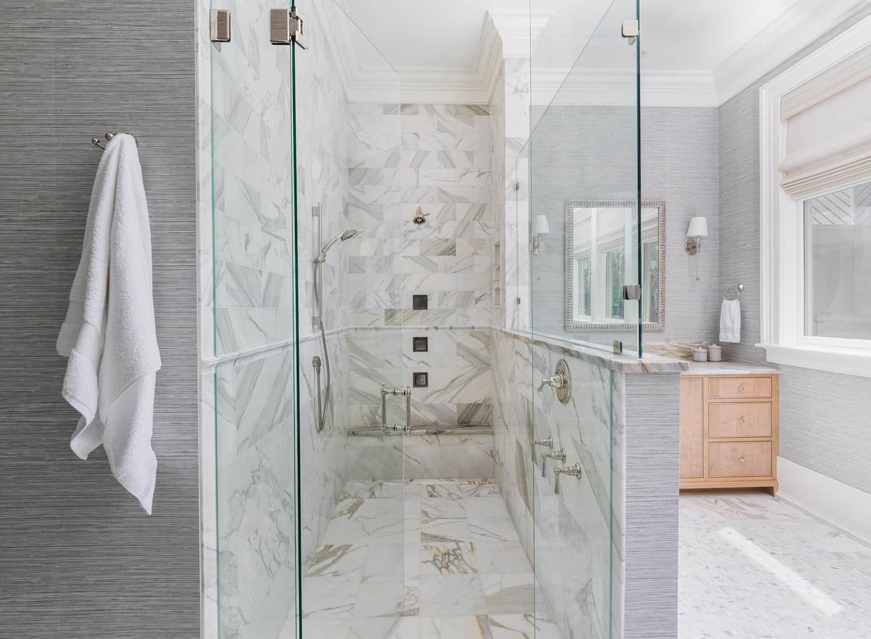 kupaonica-tuš u obalnom stilu