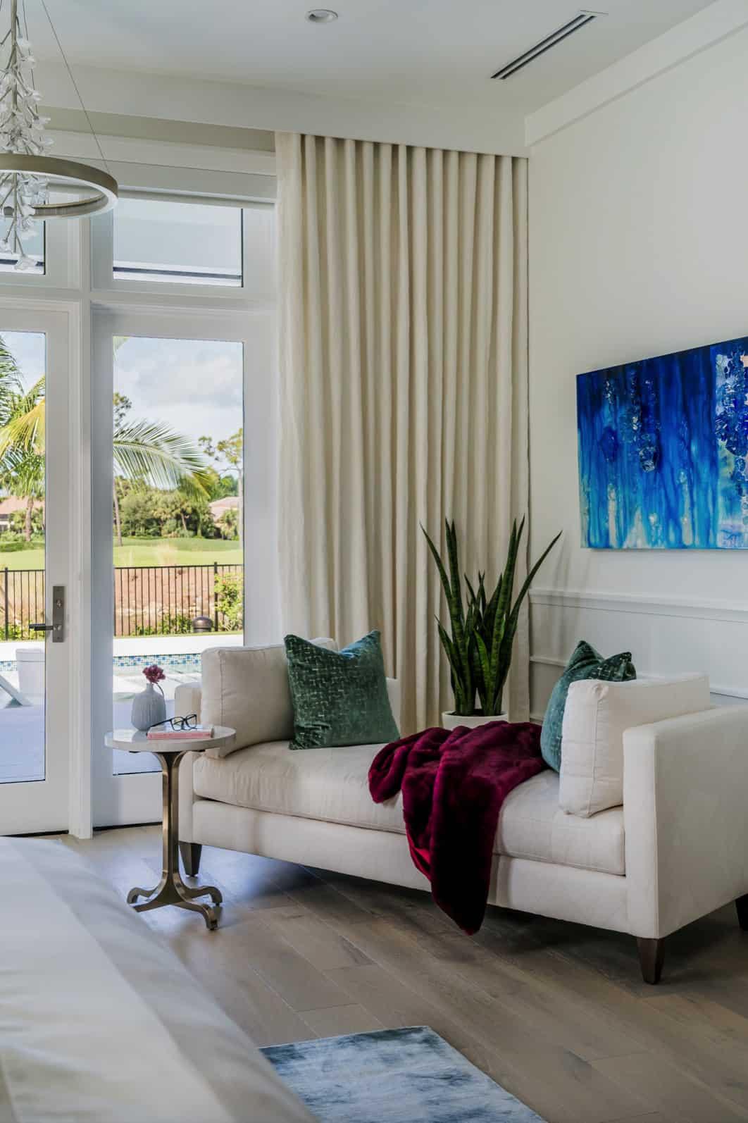 coastal-style-bedroom-chaise