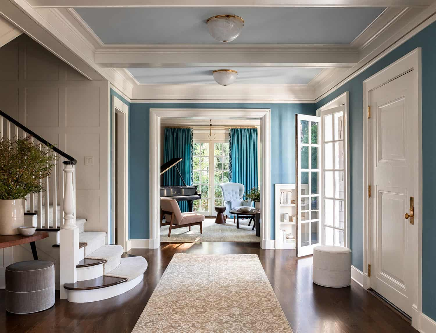 colonial-revival-house-entry