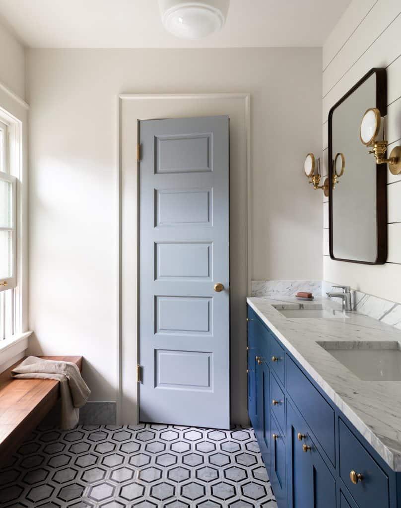 colonial-revival-bathroom