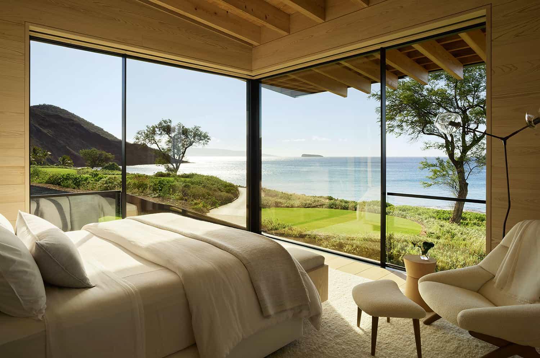 suvremena-spavaća soba-s velikim prozorima