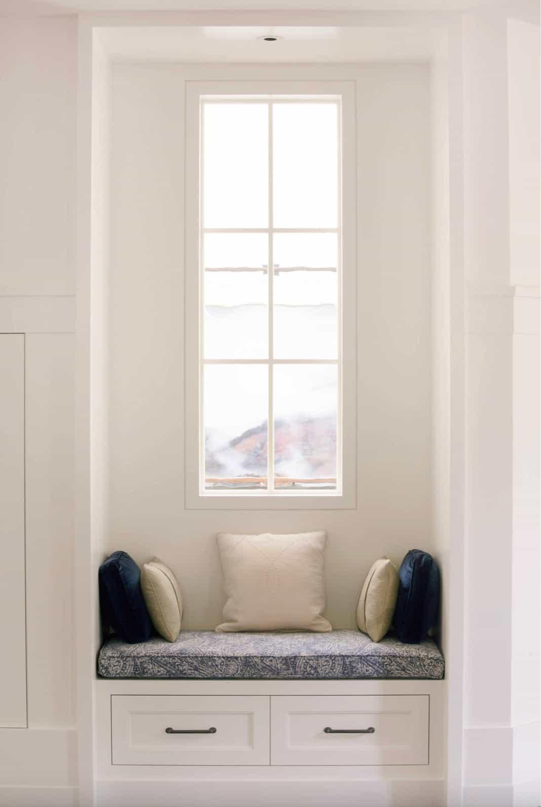seoska kuća-prozor-sjedalo