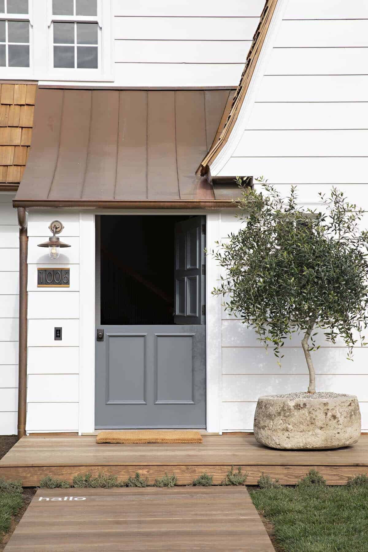 dutch-colonial-farmhouse-entry