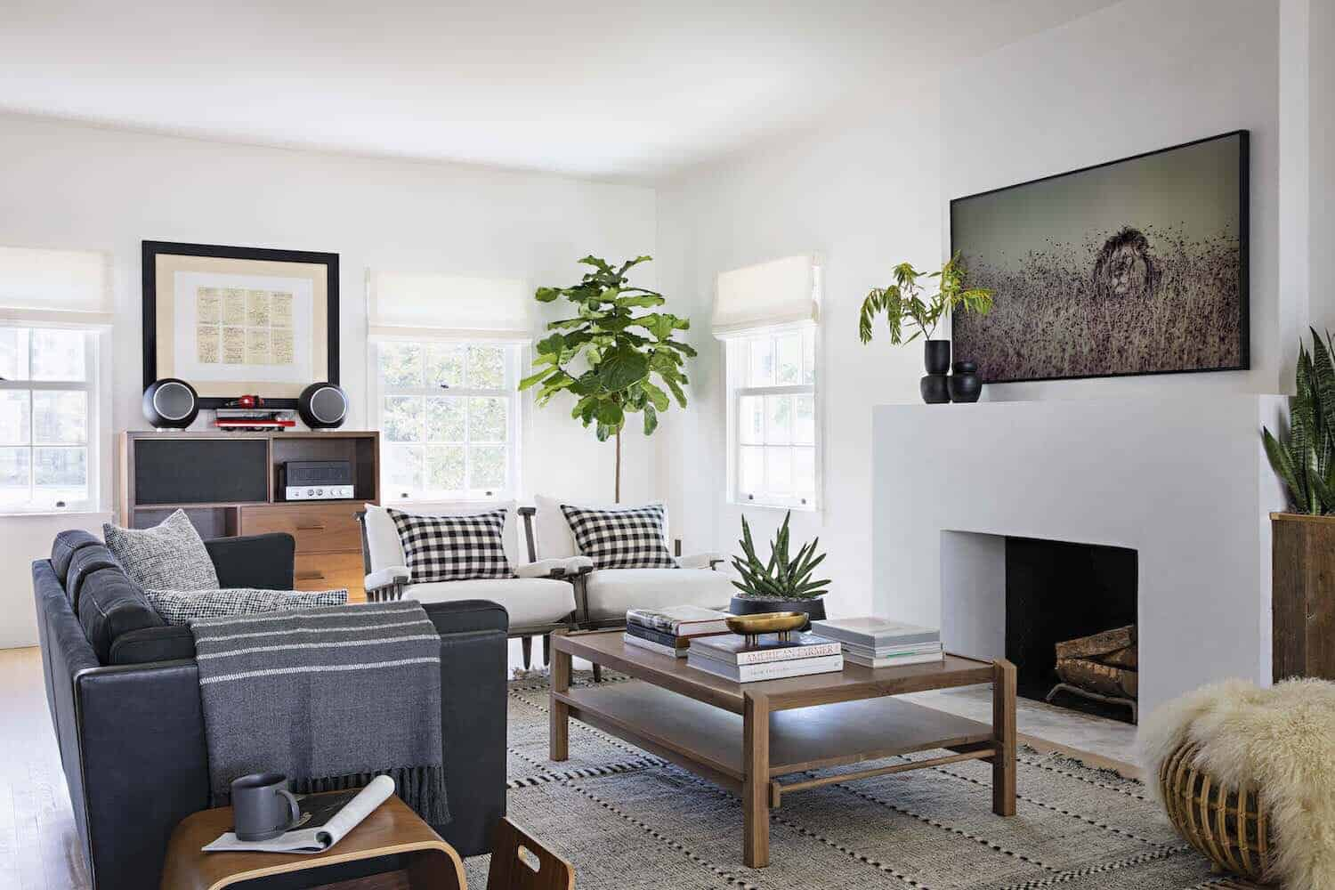 farmhouse-living-room-with-nautical-accents
