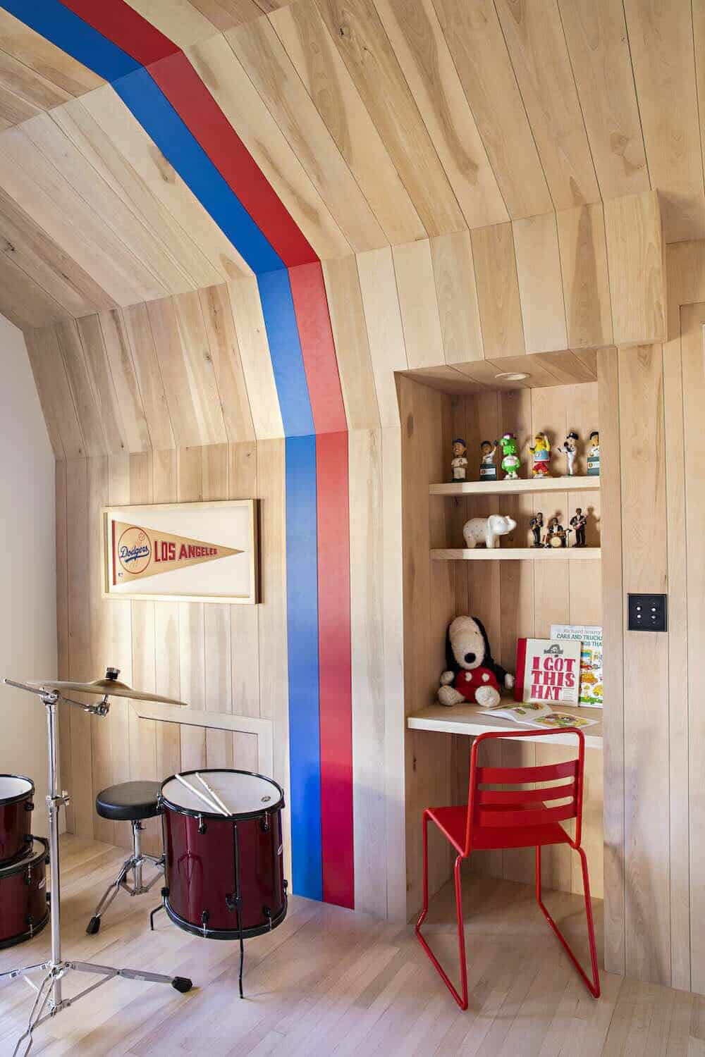 beach-style-colorful-kids-bedroom-with-built-in-desk