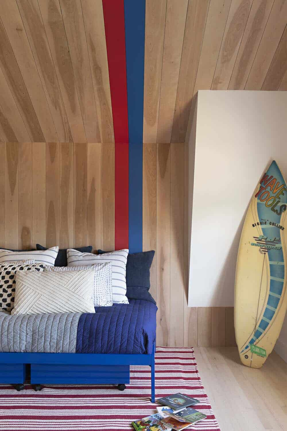 beach-style-colorful-kids-bedroom