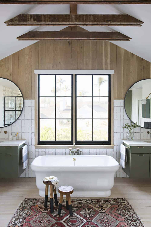 beach-style-bathroom-with-soaking-tub