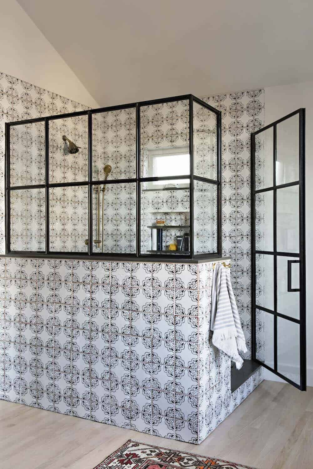 beach-style-bathroom-shower-with-patterned-tile