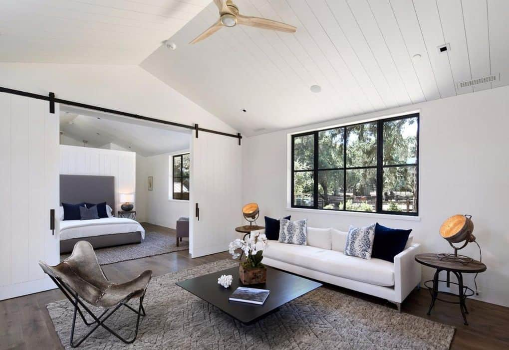 contemporary-bedroom-sitting-room