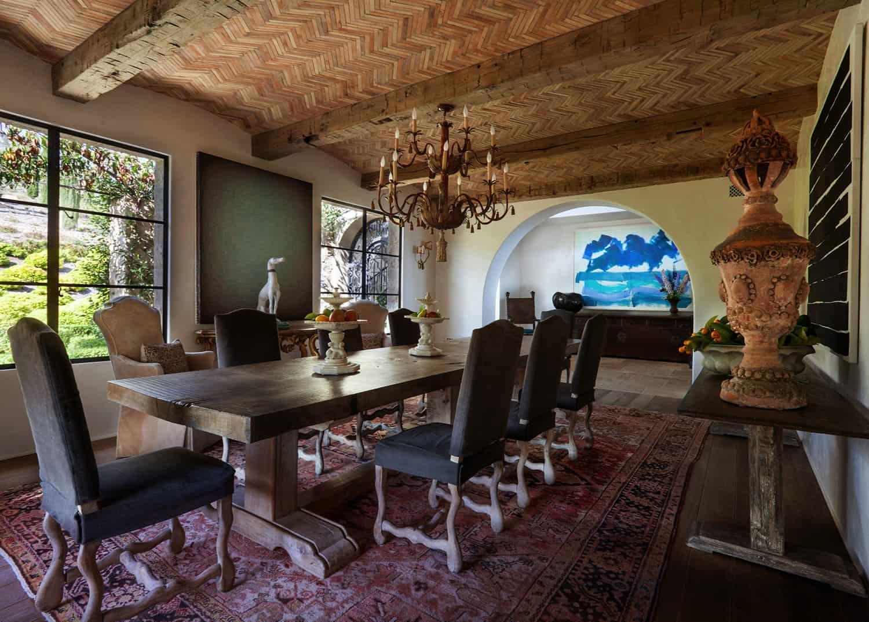 mediterranean-style-dining-room