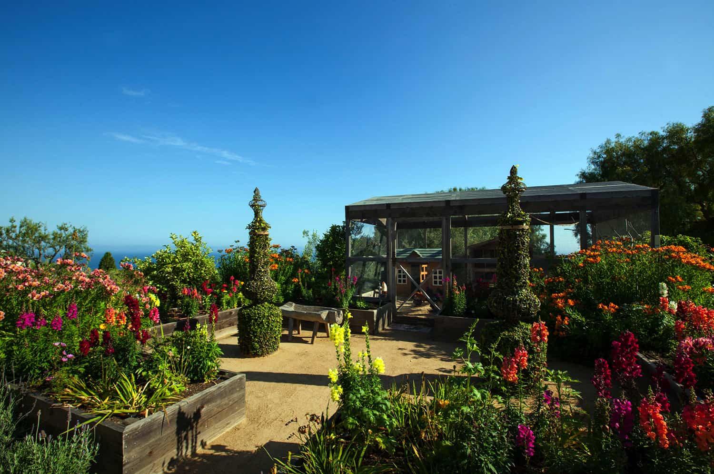 mediterranean-style-garden
