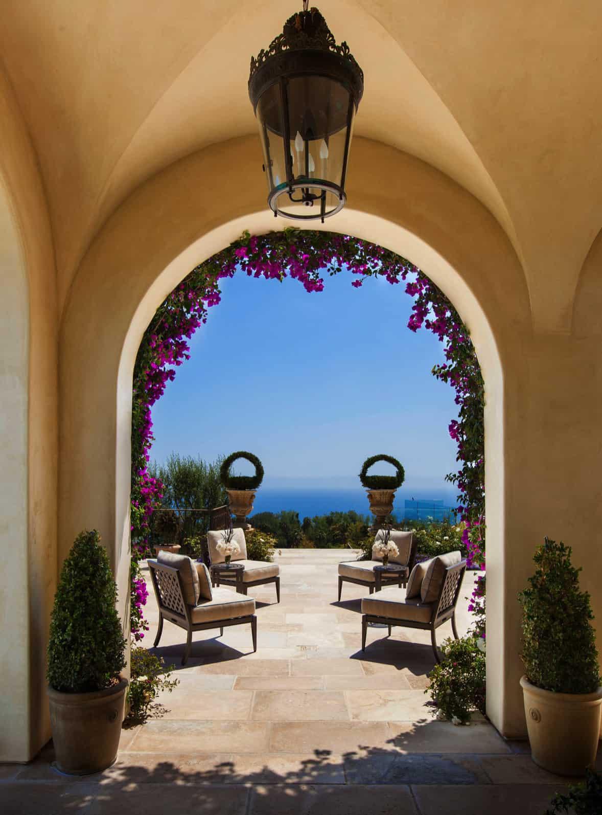 mediterranean-style-patio-archway