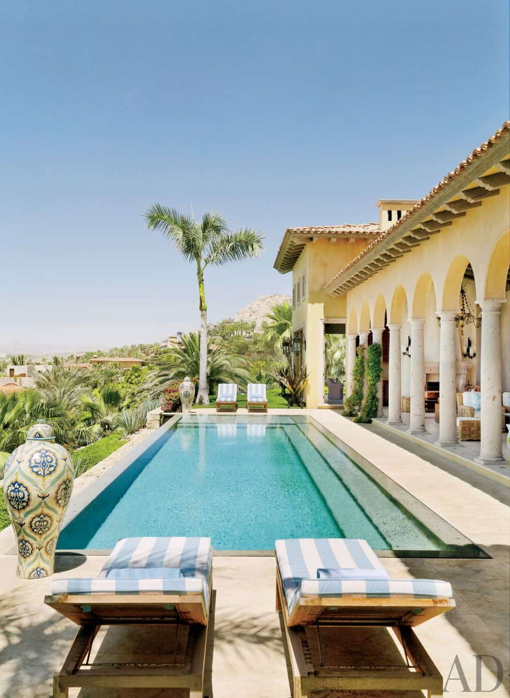 mediterranean-style-swimming-pool-in-mexico