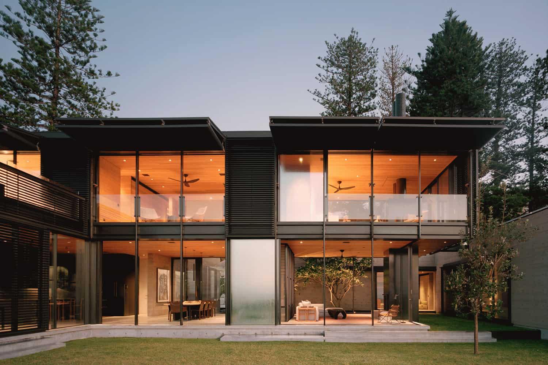 This fantastic Australian beach house blurs the indoor outdoor boundaries