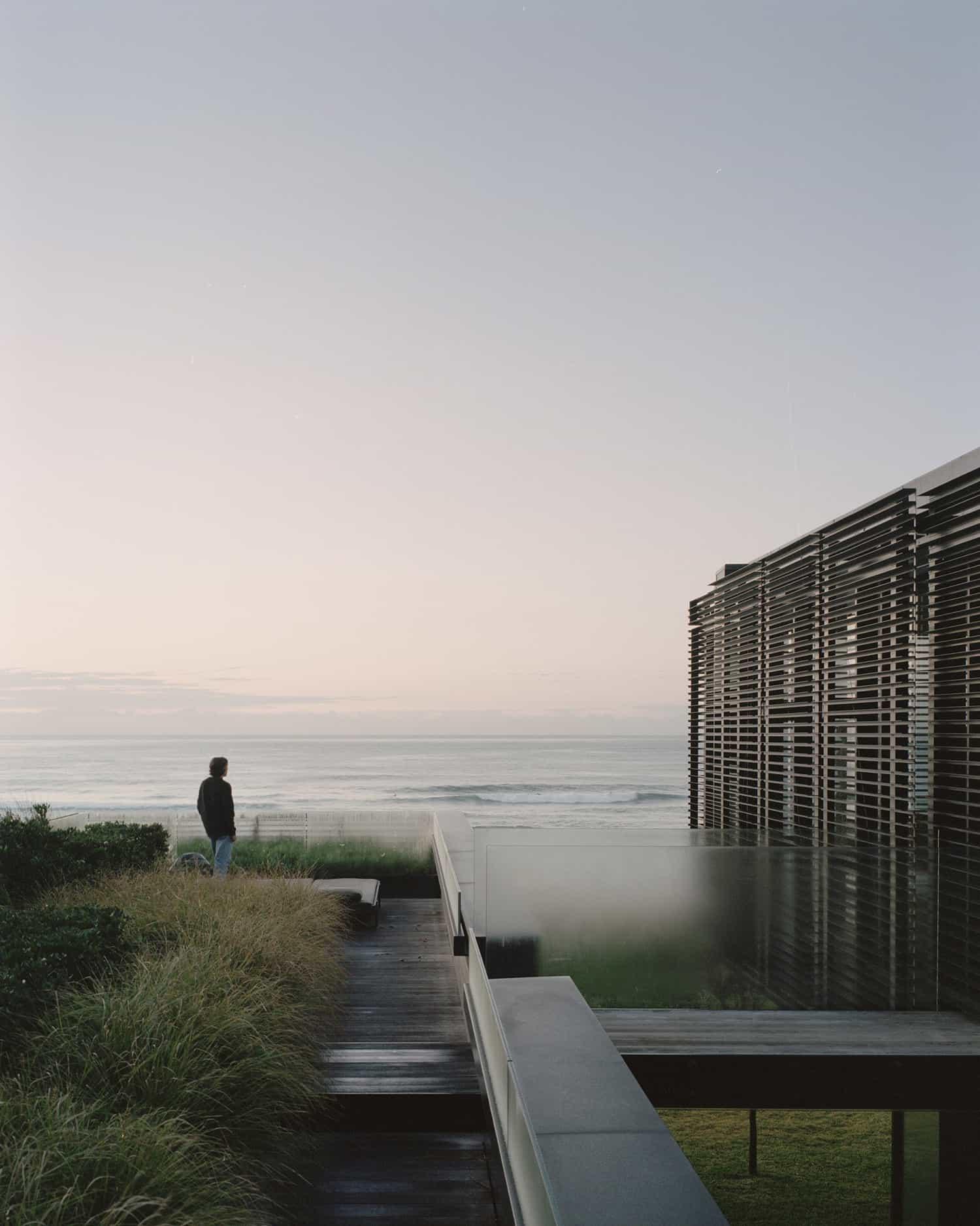 modern-beach-house-deck