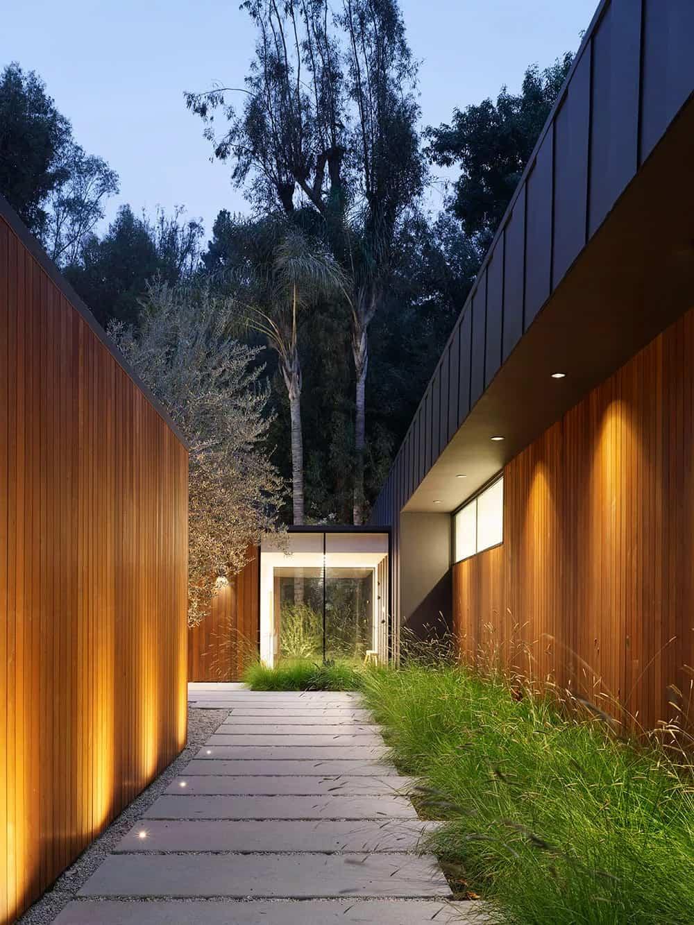 moderna-kuća-eksterijer-presvučena-zapadnim-crvenim-cedrom